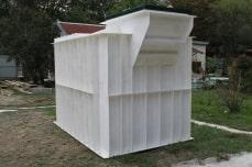 готовый пластмассовый погреб со смещенным входом